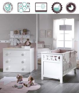 Dormitorio Infantil en acabado Lacado compuesto por cuna, cómoda y perchero Ref W38