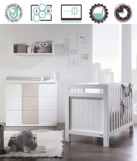 Dormitorio Infantil en acabado Lacado compuesto por cuna, cómoda y estante Ref W42